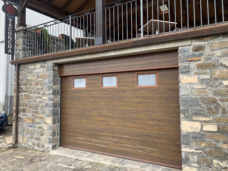 Puerta garaje Casa Taconera