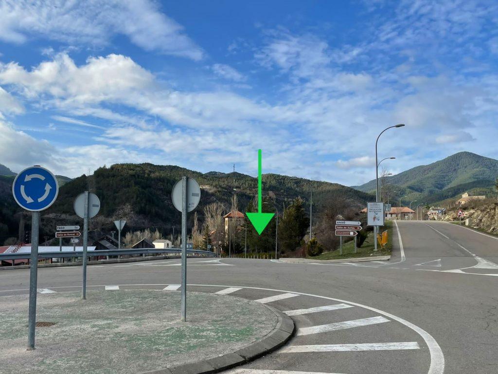 Rotonda de entrada de Ansó